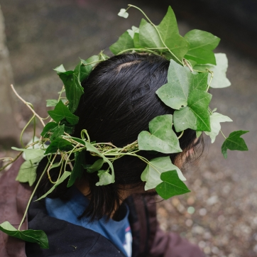 Person wearing an english ivy crown